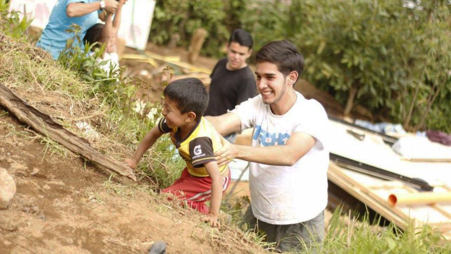Cuidar animales, convivir con niños con cáncer y visitar hospitales son algunas de las opciones de voluntariado. (Foto: Techo Guatemala)