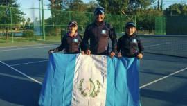 La pareja masculina quedó en el quinto lugar, mientras que la femenina ganó el tercero. (Foto: Federación Tenis de Campo Guatemala)