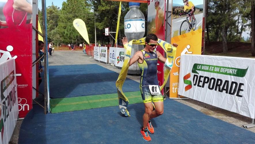 Isaac Ramazzini se coronó campeón de la modalidad duatlón. (Federación Nacional de Triatlón Guatemala)