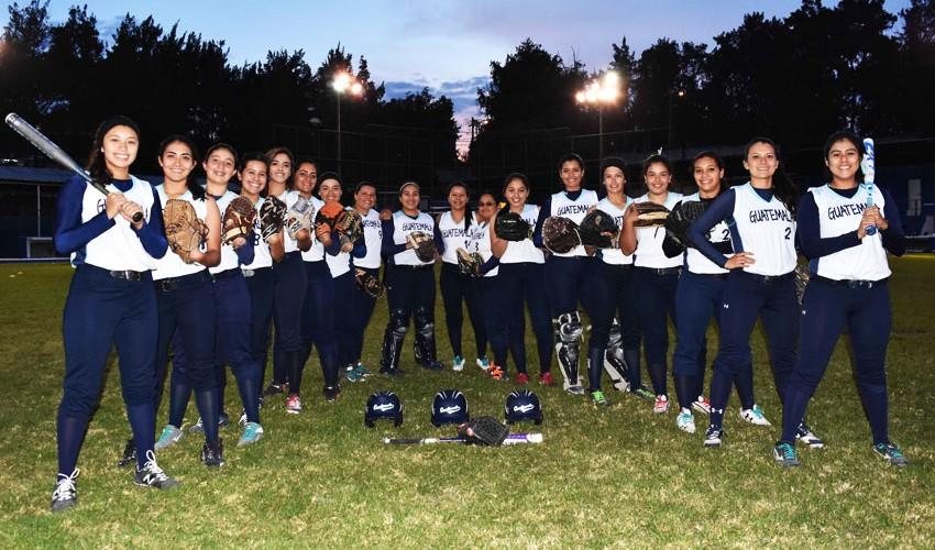 La selección de GUatemala estará representada por 18 softbolistas que buscarán el título centroamericano. (Foto: Marian Von Rayntz)