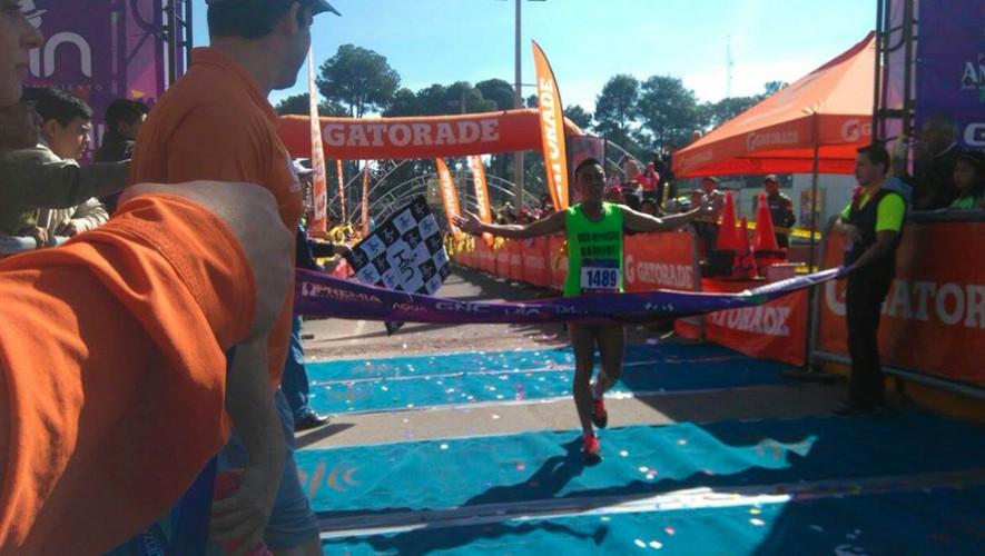 Raxón se impuso ante el dominio de los kenianos en las carreras de Guatemala. (Foto: Acción)