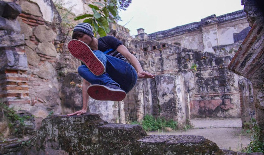 El parkour es un deporte  en el que realizas diferentes acrobacias para trasladarse de un punto a otro utilizando tu cuerpo. (Foto: Tobias Bros.)