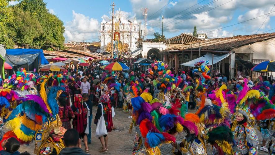 Seguido de coloridos bailes, desfiles y cohetillos, la fiesta de Santo Tomás es de las mejores para recibir el solsticio de invierno.  (Foto: Matador Network)