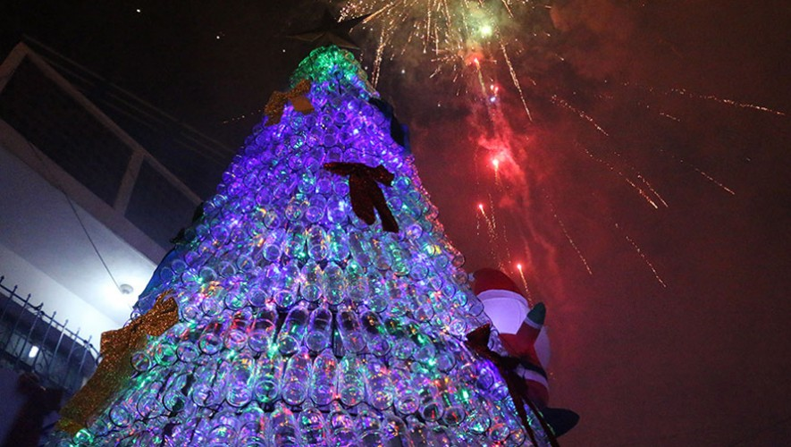 En el interior del árbol ecológico se encuentran 30 series de luces LED. (Foto: Municipalidad de Mixco)