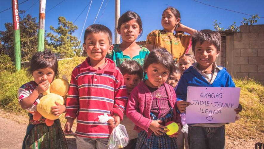 Por tercer año consecutivo, guatemaltecos entregarán regalos a los niños que se encuentran en la carretera a Tecpán. (Foto: Start with a Smile Project)