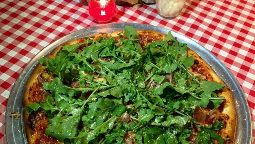 Almuerzo de Navidad en Central Park Pizzeria en Antigua Guatemala | Diciembre 2016