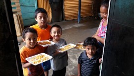 Únete como voluntario de Proyecto Pan de Vida y entrega cena de navidad a los habitantes del relleno sanitario. (Foto: Proyecto Pan de Vida)