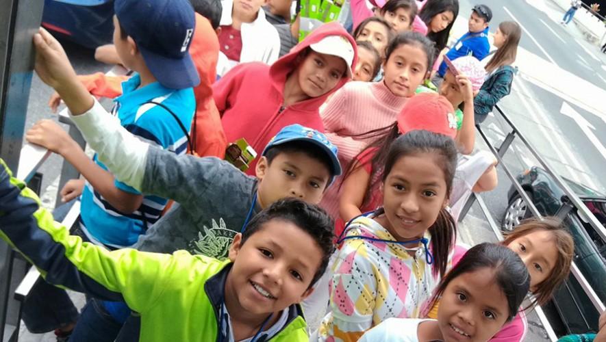 Los niños de Santa Rosa pudieron subirse por primera vez a un Transmetro. (Foto: Augusto de León)