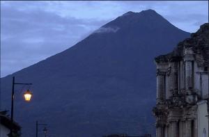 volcan-de-agua-moises-castillo