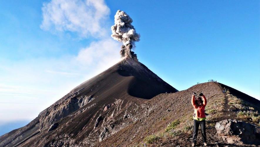 Ascenso nocturno al Volcán de Fuego por el fin de año   Diciembre 2016