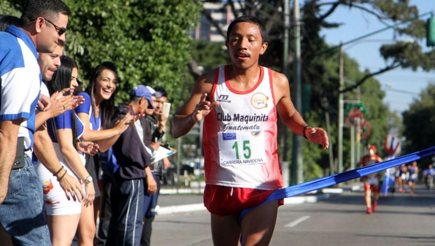 La Avenida Reforma recibió a decenas de corredores que participaron en la clásica carrera navideña. (Foto: COG)