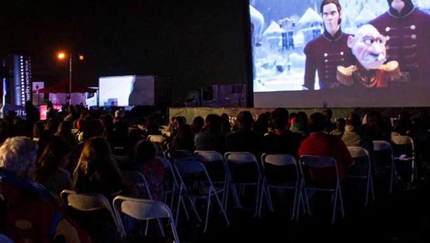 Proyección de película al aire libre y convivio en Vía 6 Cuatro Grados Norte | Diciembre 2016