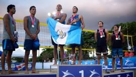 Leonardo y García pusieron en alto la bandera de Guatemala al conseguir el primer lugar del torneo masculino. (Foto: Afecavol Voleibol)