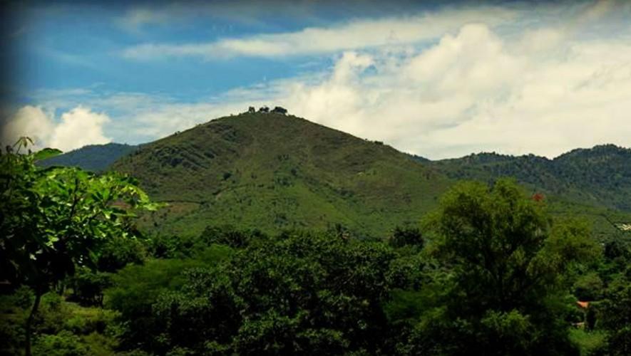 Cerro de la Santa Cruz - Lugares a los que puedes ir si viajas a Baja  Verapaz, Guatemala