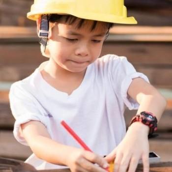 Kid-carpenter-Shutterstock-800x430