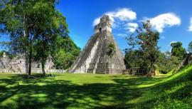 El clima en noviembre es ideal para escalar las ruinas mayas de Tikal.(Foto: Daniel Mennerich)