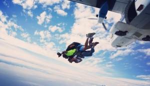 Salto en paracaídas con aterrizaje en la playa en Monterrico| Enero 2017
