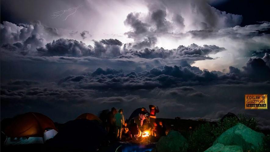 Las vistas en los volcanes siempre serán impresionantes desde la cima de un volcán. (Foto: Edgar Guzmán)