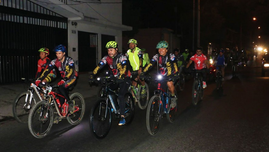 Colazo nocturno en bicicleta en San Cristóbal por Mi Bike 502| Enero 2017