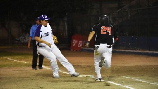 El vigente campeón logró mantener su invicto tras las grandes actuaciones de sus lanzadores Jorge Segura y Juan Potolicchio. (Foto: Marian Von-Rayntz)