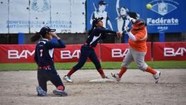 Los equipos líderes del torneo se repartieron victorias durante la jornada 3 del sóftbol femenino. (Foto: Marian Von-Rayntz)