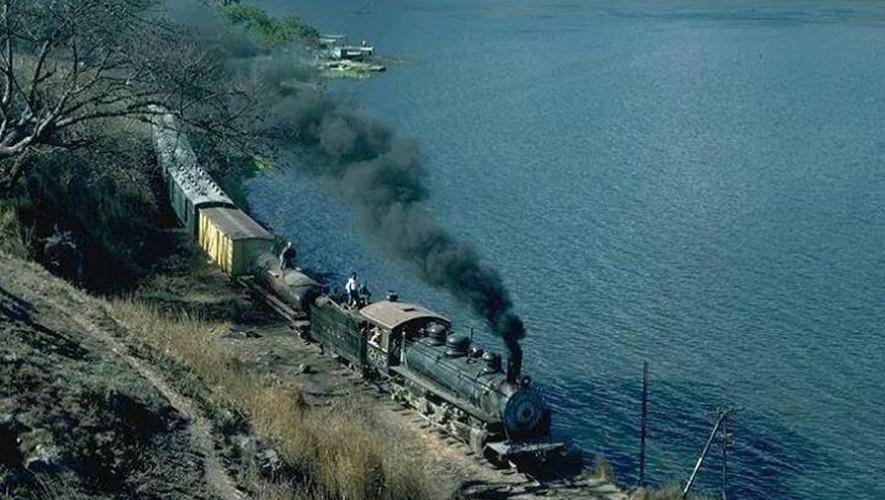 Así se veía el Lago Amatitlán y el ferrocarril.(Foto: Fotos Antiguas de Guatemala)
