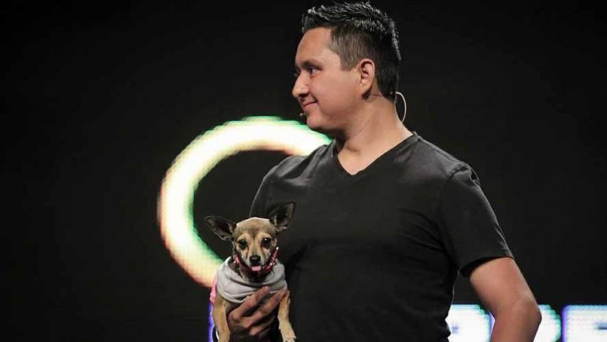El entrenador de perros Erick Cruz de Guatemala presenta su primer libro
