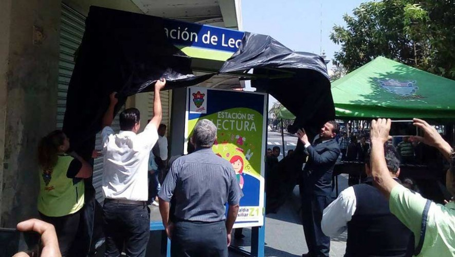 Inauguran la estación de lectura en la Sexta Avenida