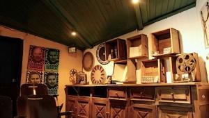La Casa del Río, piezas y sala de cine en Antigua Guatemala