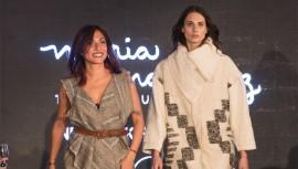 La diseñadora guatemalteca junto a una de las modelos que portaban parte de su colección. (Foto: Cortesía María Martinez Clothing)