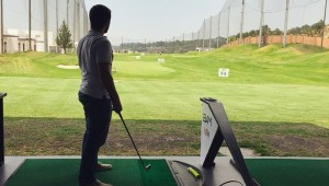 Diviértete jugando golf en Top Tee