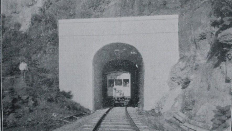 Túnel de Santa María de Jesús en Zunil, Quetzaltenango. (Foto: Fotografías Antiguas de Guatemala)