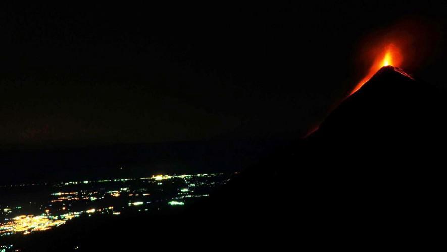 Ascenso nocturno al Volcán de Fuego | Febrero 2017