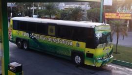Los directivos de Guastatoya ayudaron al equipo de Malacateco luego que su bus se descompusiera en su regreso a San Marcos. (Foto: Erickson y Adriana Valdez Monzon)