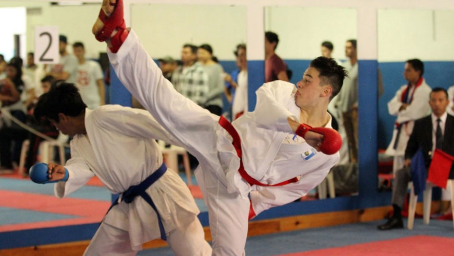 Karatecas como Christian Wever y Bárbara Morales lograron medalla de oro en sus respectivas categorías. (Foto: CDAG)