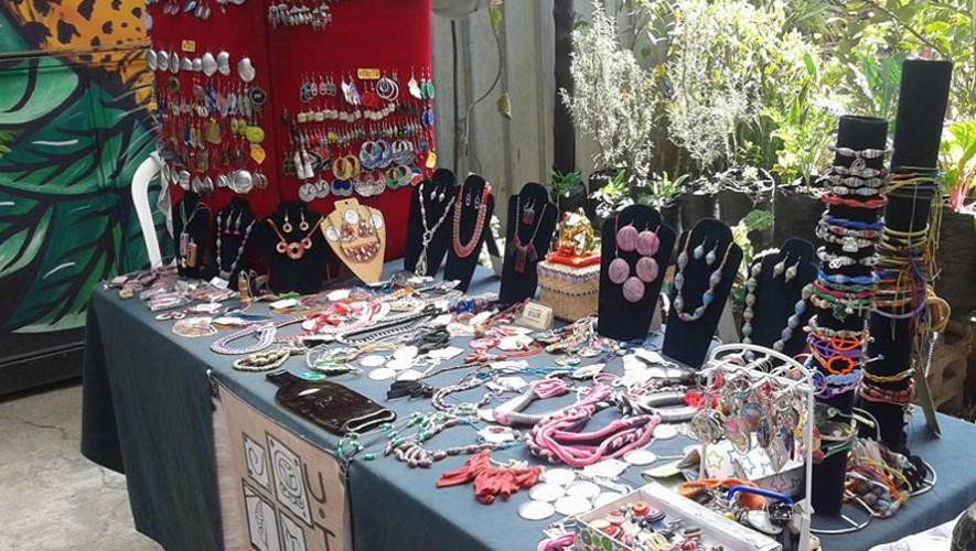 Mercado de productos artesanales hechos por mujeres en Pasaje Tatuana   Febrero 2017