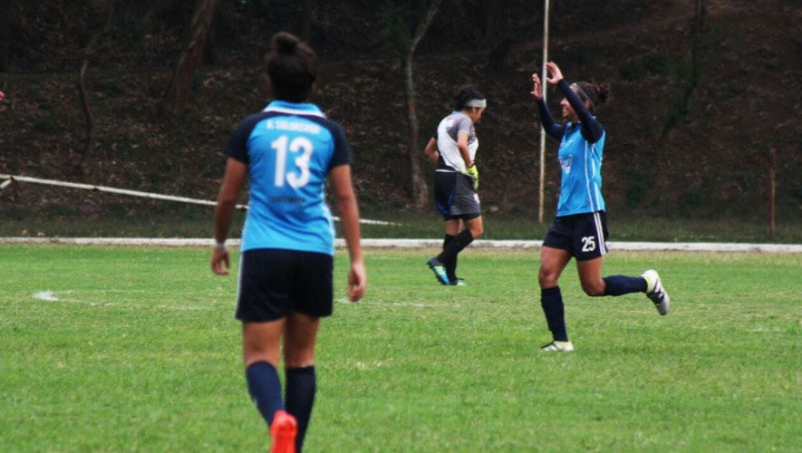 Xela y Unifut impusieron su favoritismo en el inicio del torneo de fútbol femenino. (Foto: LNFFG)