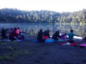 yoga en la laguna chicabal