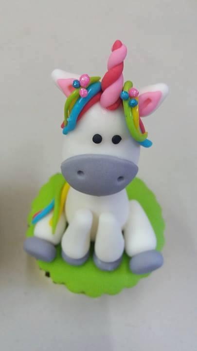 Pastel en forma de unicornio