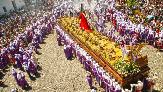 Cosas que los guatemaltecos encontraran en el recorrido de una procesión en Semana Santa