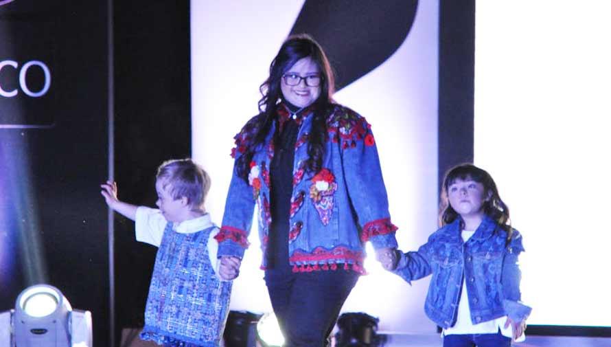 Diseñadora guatemalteca Isabella Springmuhl presenta colección en pasarela inclusiva