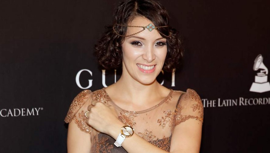 Gaby Moreno, ganadora del Grammy Latino luce un vestido de vegetales para PETA 2017
