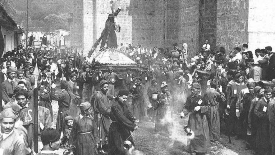 Imágenes antiguas que muestran cómo eran antes las procesiones en Antigua Guatemala