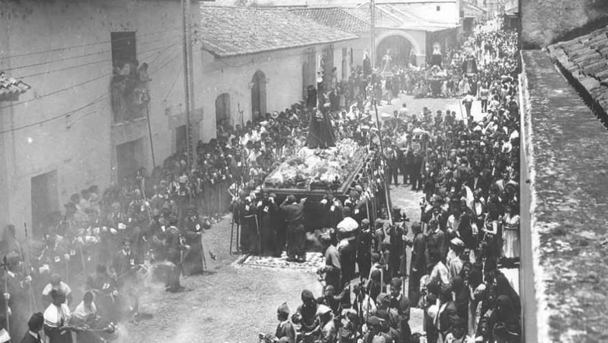 Imágenes que muestran cómo eran antes las procesiones en Antigua Guatemala
