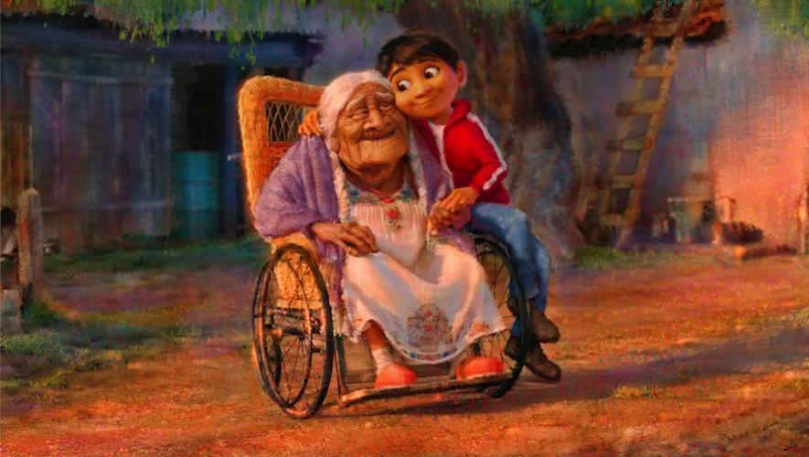 El personaje principal, Miguel, junto a la abuela Coco. (Foto: Lee Unrick)