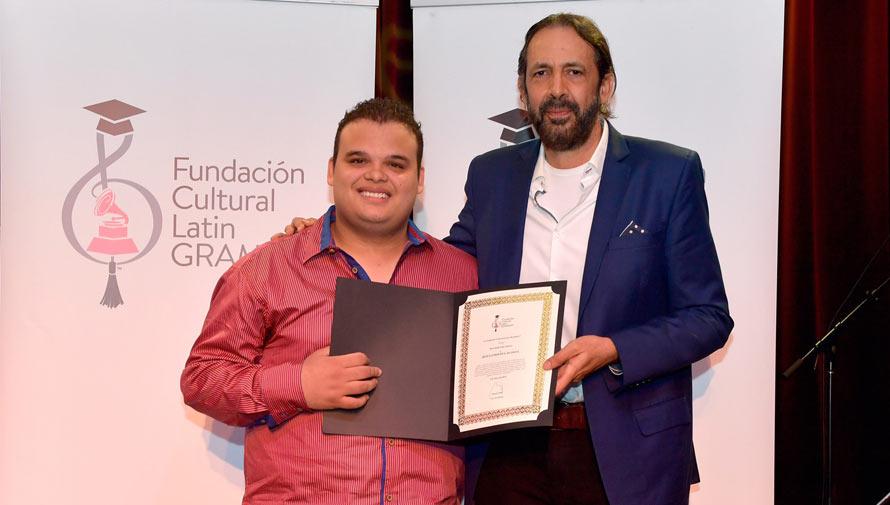 Músicos guatemaltecos podrán aplicar a la beca Juan Luis Guerra