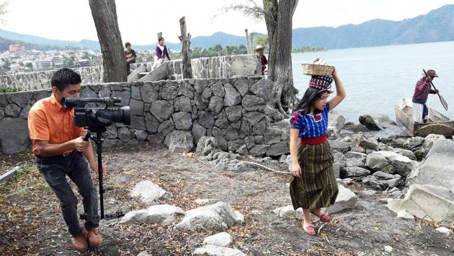 Niños de Santiago Atitlán realizan grabación de la obra Blancanieves y los 7 enanitos