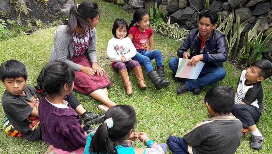 Niños del municipio de Santiago Atitlán realizan grabación de la obra Blancanieves y los 7 enanitos