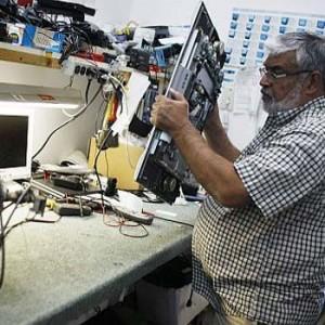 Repara celulares y televisores en Guatemala