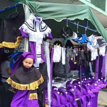 Venta de trajes para cucuruchos en Semana Santa